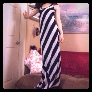 Michael Kors Flattering Black&White Maxi Dress